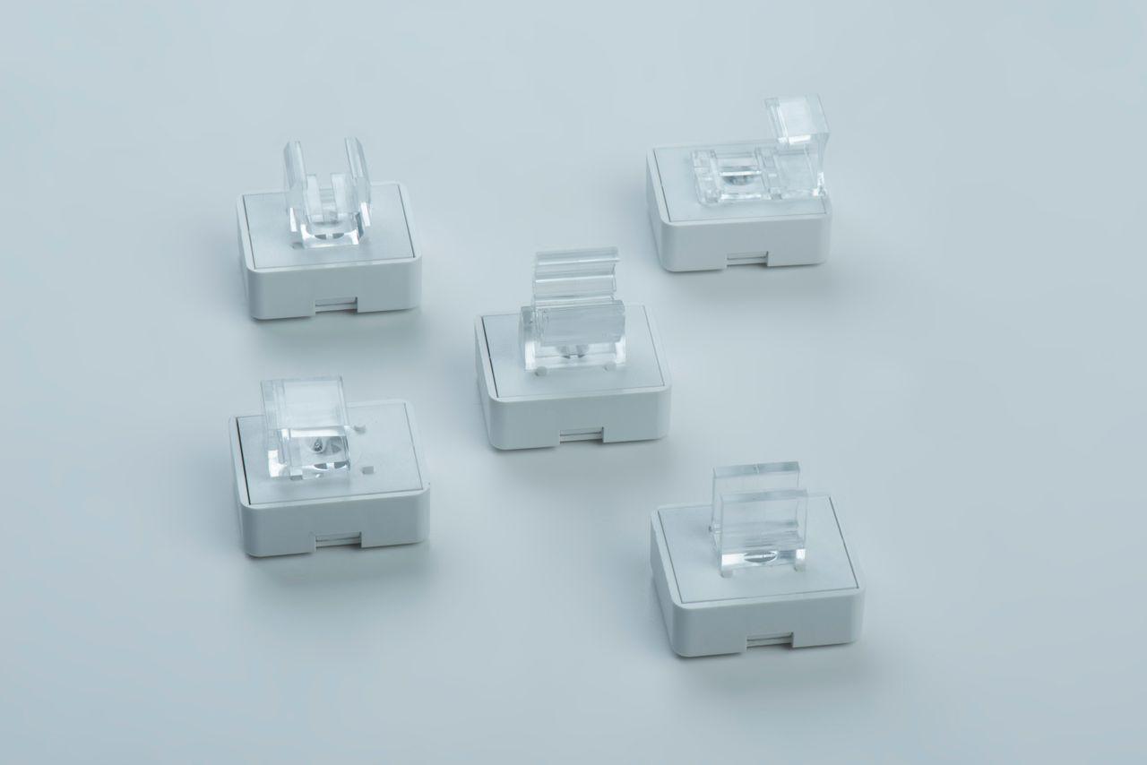 Leistenmagnete mit Adapterhalterung zur Fixierung von Plakatrahmen, thyssenkrupp Magnettechnik