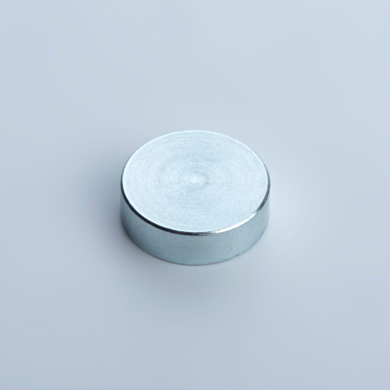 Pot magnet made of Neodym, galvanized, thyssenkrupp Magnettechnik