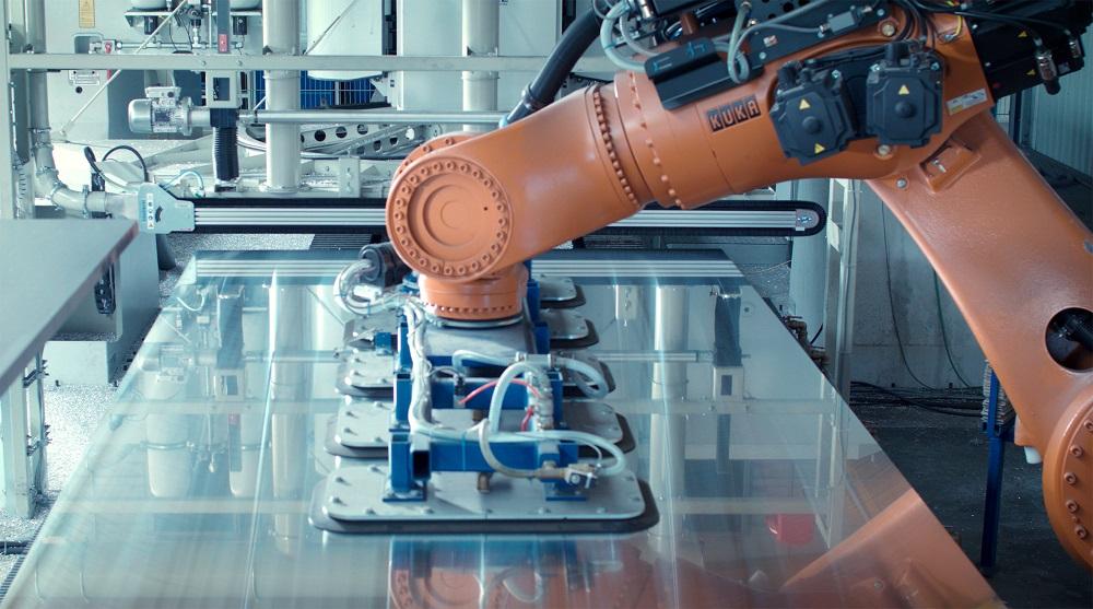 Roboter übernehmen die Bestückung von Bearbeitungsmaschinen