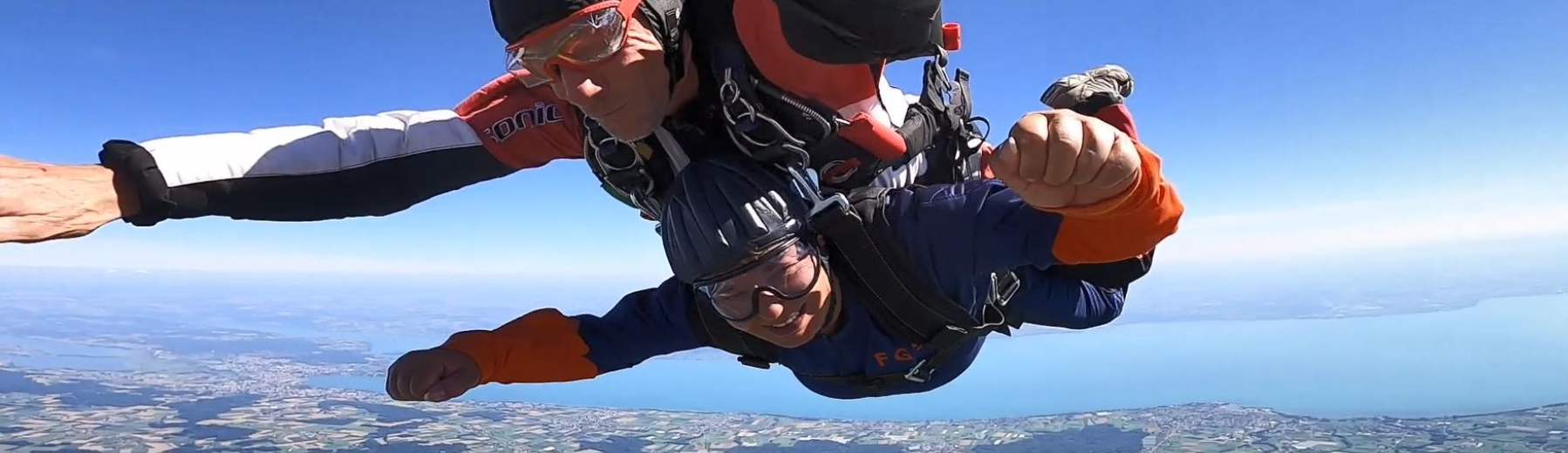 Berti Menz überfüllt sich zum 30-jährigen Firmenjubiläum einen langersehnten Traum - einen Fallschirmsprung