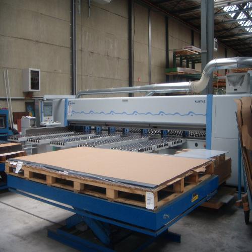 Zaag machine Ispa plastics